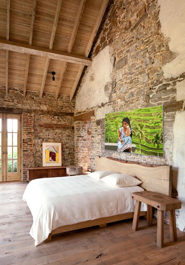 stone-wall-bedroom-bali